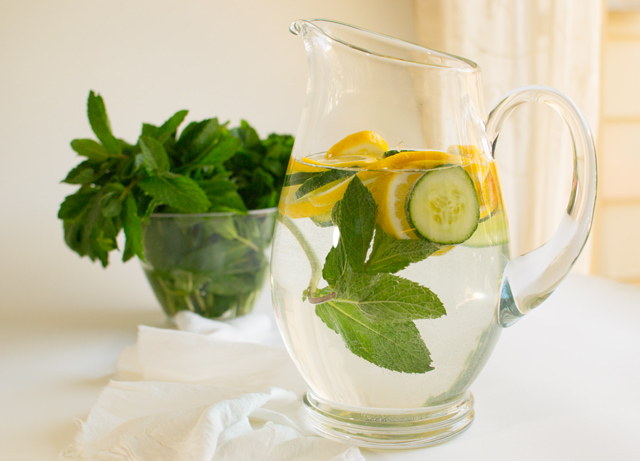 Flat tummy water recipe: In a BPA-free pitcher or mason jar, add the following: 6 cups of filtered water. 1 tbsp of grated ginger. 1 cucumber, sliced. 1 lemon, sliced. 1/2 cup of mint leaves. Let the mixture infuse overnight. Drink it all the next day and enjoy! If you don't finish it .