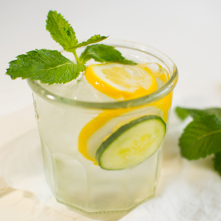 Benefits of Lemon Water. Lemon water is high in vitamin C, which acts like an antioxidant in the body to prevent disease and keep the immune system strong.