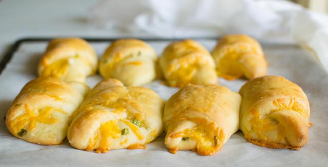Cheesy Dinner Rolls