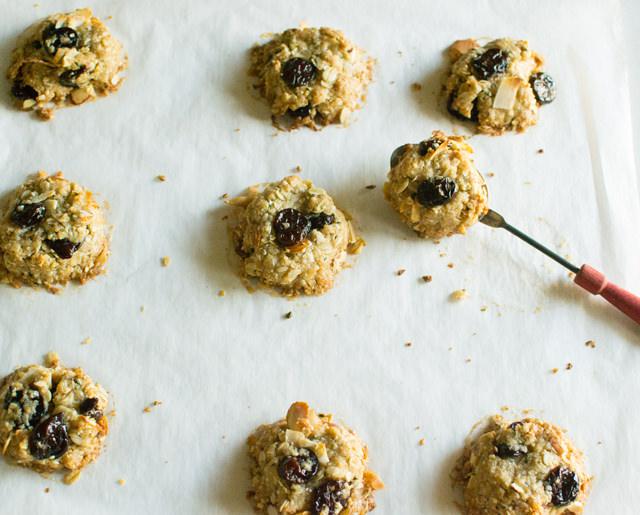 Hippie Oatmeal Cookies with Hemp Seed Hearts